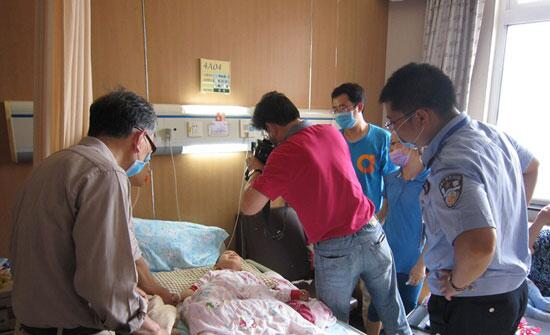 4岁脊索瘤患儿柯蕾将赴美就医 南京民警上门办护照